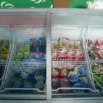 42302224 - アイスの食べ放題です。どれでも好きなだけたべれます。