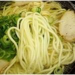 42312787 - すっきりスープにしては存在感のある麺。