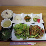 ドゥコワン - 料理写真:黒毛和牛の野菜炒めランチ