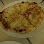 コマツ プルミエ - リンゴのデザートピザ980円