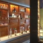 地中海料理 「アチェンド」 - 店内です。バーコーナーもありました。