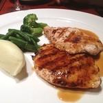 地中海料理 「アチェンド」 - メインのお肉料理です。チキンのソテー。柔らかくて、美味しかった!