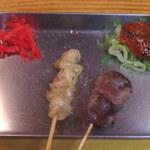 肉の店 鳥吉 - ぼんじりと砂肝っす。紅ショウガはサービス。