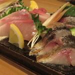 神田ゴタル - ハーブ鯖の入ったお刺身盛り合わせ