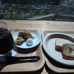 42321051 - モンブランとロールケーキとアイスコーヒー