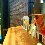 ちゃぶ屋 とんこつ らぁ麺 CHABUTON - 【内観】ちゃぶ屋 とんこつらぁ麺 CHABUTON ヨドバシ横浜店