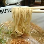 42324968 - ちゃぶとんらぁ麺(730円)・博多系にしては太めの麺