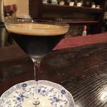 42325841 - アンブル・ドゥ・レーヌ(760円)                       抽出したコーヒーエキスにエバミルクを浮かせたドリンク