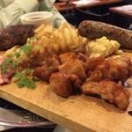 ワイン酒場 ゴルゴン9 - 肉肉肉のプレート