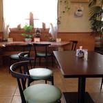 アンデケン - 喫茶スペース。8〜10席ほど