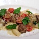インカント - パスタ:自家製パンチェッタとプチトマト、マジョラムのマトリチャーナ
