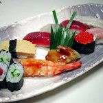 八千代 寿し鐡 - 料理写真:駿河湾の魚貝を使った「うれしい」にぎり 2100円