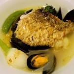 42340217 - 甘鯛クリスピーロースト、ムール貝と野菜、サフランライス