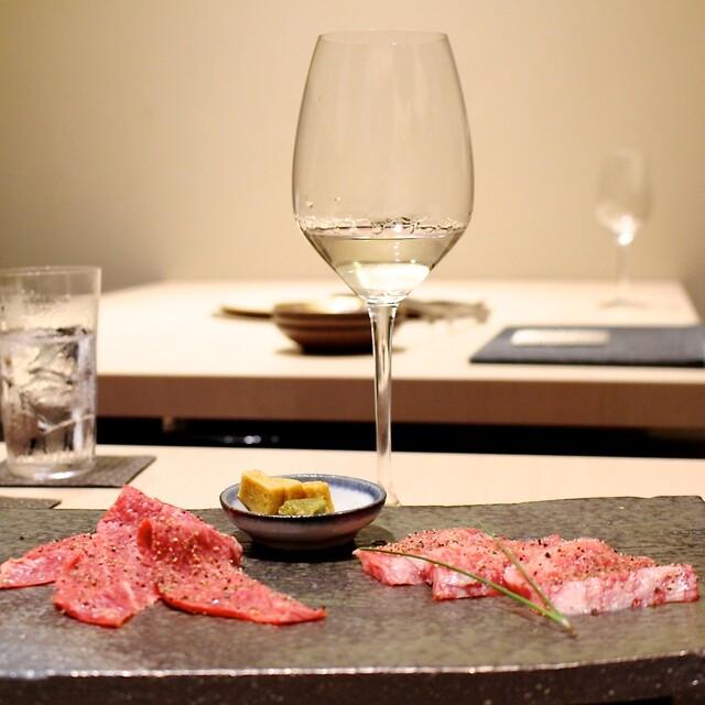 西麻布けんしろう - ワイングラスで日本酒を