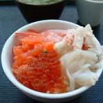 42343741 - 朝食の海鮮丼