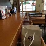 きやり - 店内はカウンター席とテーブル席