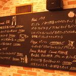 トラットリア ガヴェ - 店内の黒板にて、日替わりオススメ料理をご紹介☆とれたて鮮魚や旬の食材など、シェフ自慢の一品が並びます。