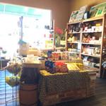 42350010 - 店内の買い物スペース。コーヒー豆や紅茶など販売してます。