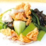 鵬天閣 酒家 - キクラゲと青梗菜と玉子炒め