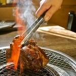 韓国家庭料理 済州 - 料理写真:◇10周年記念メニュー◇◇7周年記念メニュー◇肉塊!ジャンボカルビ!トングを持つ手が震える大きさ!