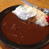 はな虎 - 料理写真:牛すじカレー(小盛)580円 目玉焼きトッピング+100円