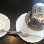 42363500 - デザートのココナッツゼリーとベトナムコーヒー