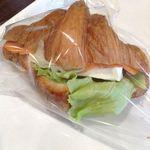 りく太郎 - クロワッサンサンド サーモン&クリームチーズ 焼きそばパン 目玉焼き