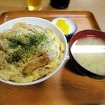 民生食堂 天平 - かつ丼¥800 トンカツと玉ねぎの玉子とじ丼。 カツのサクサク感はないけれど甘めの出汁がよく染み込んでいます
