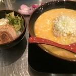42369365 - 担担麺の大盛+そぼろご飯セット【料理】
