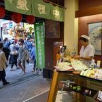 菓舗 中野屋 - 町田天満宮の神輿が通る。秋祭りの午後。※撮影ご了解