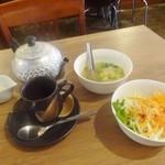 42375142 - ランチセットのサラダ、スープ、ドリンク