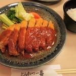 とんかつ一番 - ボキが注文したのは、 ロースとんかつ1100円、ライス200円。 とんかつのお店なのでやっぱりこれを食べないとね。