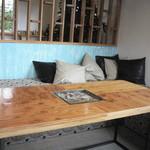 カフェ カラマ - ソファー席もあります