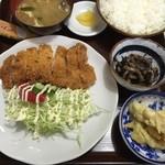 食事の店 丸竹 - 料理写真:とんかつ定食、750円です。