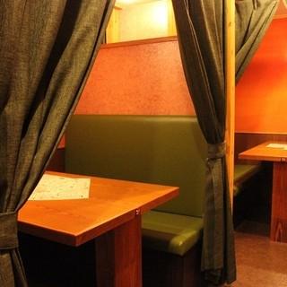 カーテンで仕切れるプライベート空間