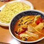 ハバカーる。 - つけ麺680円(大盛り 100円)↓ 国分寺駅北口すぐにある、お気に入りの東南アジア系カレー店です。つけ麺は期間限定(今月末まで)。 色々と他にはない特徴を持ったお店ですが、初めて来た方にはトムヤムチキンカレーをおすすめします。私は感動しました。