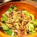 麹町バル - 3種のキノコとベーコンのサラダ