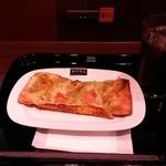 42390774 - アイスコーヒーとパンのセット そして奥にチラッと見えるのがお客さん使用フリーのコンセント♪