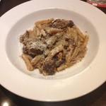 Osteria Ovest - 牛肉の赤ワインパスタ