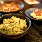 麦酒庵 - バジルポテトサラダ/出汁仕立てのもつ煮/酒盗チーズ(2015.Sep)