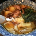 ら麺亭 - 肉厚ワンタン麺(550円)