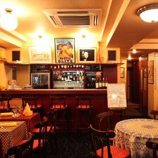 お食事とともにフランスの情緒あふれる空間をお楽しみください。