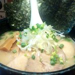 麺屋 吉佐 - 全部のせ塩ラーメン(横から)