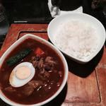 鴻 - 「赤 チキンのカレー」1,000円