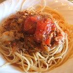 紙ひこうき - トマトとツナのパスタ