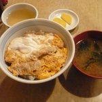 みどりや - カツ丼 750円 味噌汁、お新香付き