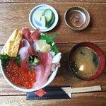 謳歌屋 ごん蔵 - 海鮮丼 ご飯小盛り