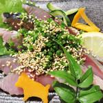 英二楼・ふぐ・いか・あら・和食 - 博多の郷土料理ゴマサバです。                             これほど地元民に親しまれている郷土料理はないでしょう。                             どこの居酒屋に行ってもメニューにあれば、とりあえず頼んでしまう魚料理です。