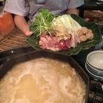 Yakitoriakira - 鍋と鶏肉&野菜