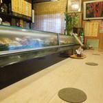 なか田鮨 - お店の中のカウンター